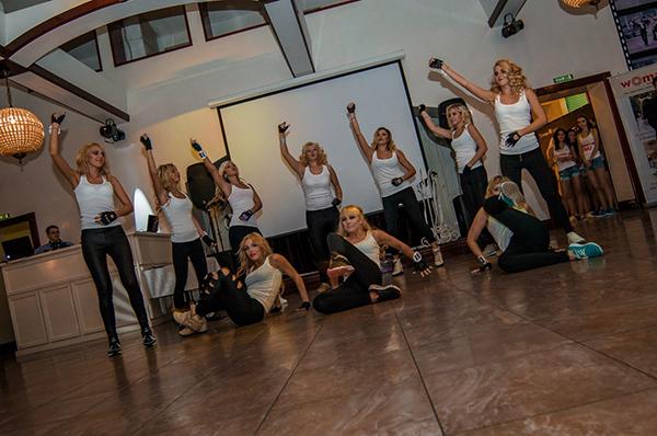 Фото №5 - Как соревновались брюнетки против блондинок
