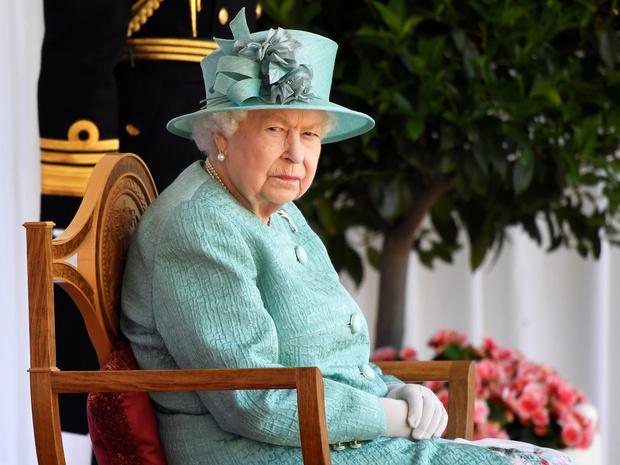 Фото №2 - Ход Королевы: как Елизавета II собирается «украсть шоу» у Сассекских