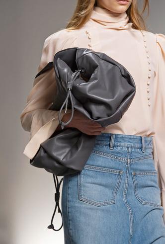 Фото №30 - Самые модные сумки весны и лета 2020