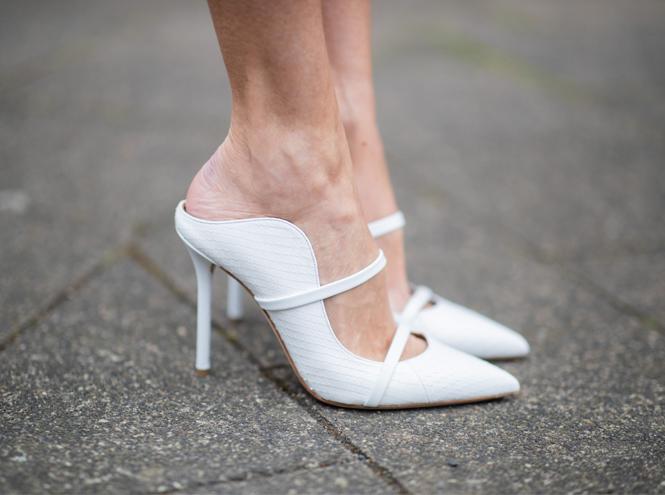 Фото №2 - Можно ли носить открытую обувь в офис летом