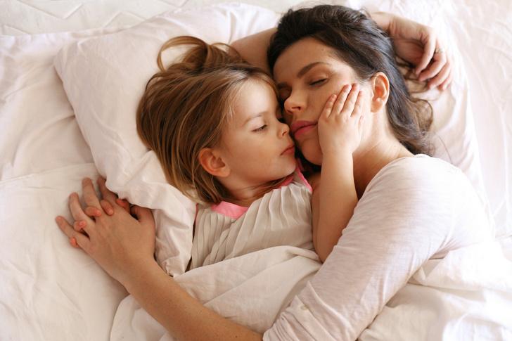 Фото №2 - Почему дети любят залезать в постель родителей?