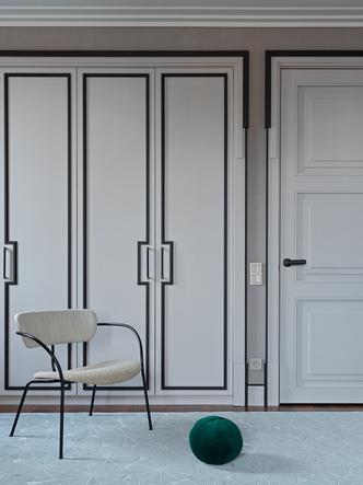 Полукресло, &tradition, салон GK Concept. Шкаф выполнен на заказ.