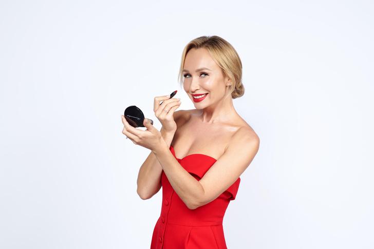 Фото №1 - Как сделать идеальный макияж на Новый год: бьюти-приемы от Ольги Романовой