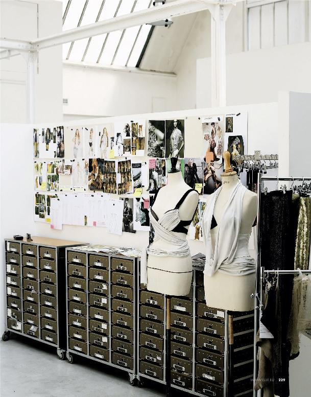 Фото №3 - Парижская студия дизайнера Барбары Бюи