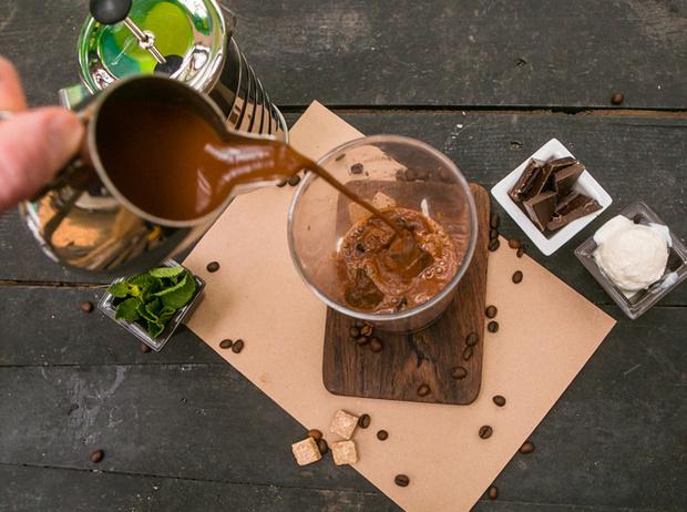 Фото №4 - Мятный, десертный, газированный: три рецепта холодного кофе для жаркого лета