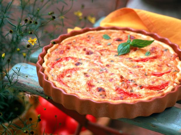 Фото №1 - Пирог с томатами, базиликом и сыром талежио