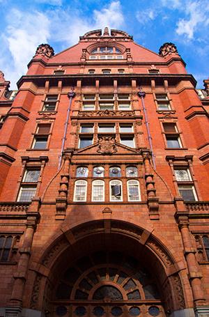 Фото №43 - Где учились принц Уильям, Кейт Миддлтон и Амелия Виндзор: лучшие британские университеты (часть 2)
