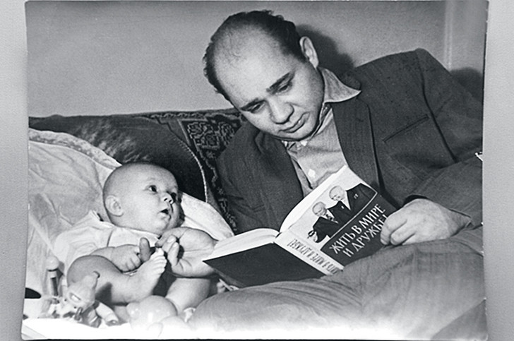 Маленький Андрей с папой, знаменитым актером Евгением Леоновым