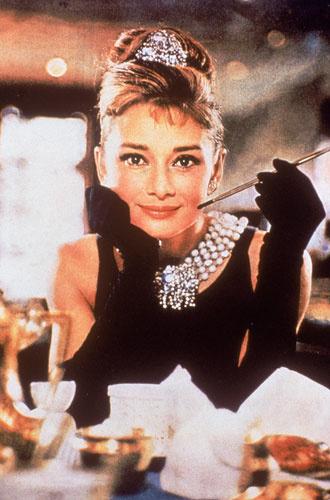 330x500 0 1dad2f3439e5625f63c128a6fd0bbd44@330x500 0xac120003 8326082671579263174 - «Ангел с печальными глазами»: как Одри Хепберн меняла мир к лучшему