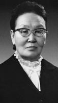 В 1940 году председателем Малого Хурала Тувинской Народной Республики стала 28-летняя Хертек Анчимаа. Глава парламента юридически была главой государства. Напомним, что Тува вошла в состав СССР только в 1944-м.