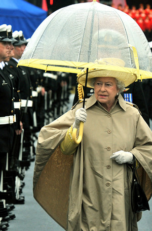 Фото №33 - Виндзорские зонтики: королевский способ спрятаться от дождя