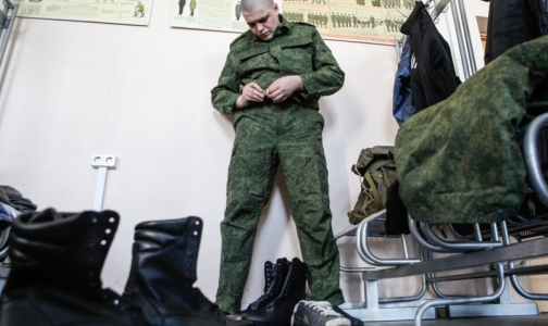 Фото №1 - Весенний призыв-2014: у петербуржцев – сколиоз, у москвичей – понос