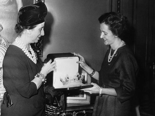 Фото №6 - Кровавые бриллианты, измены и расстрел: как сложились судьбы жен диктаторов XX века