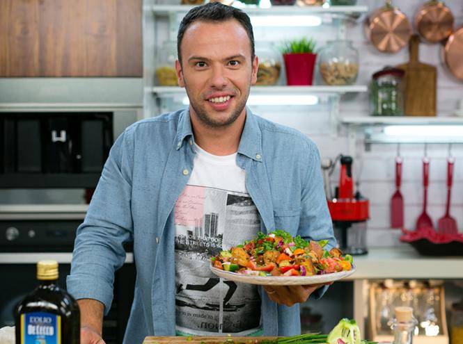 Фото №2 - Не «оливье» единым: три новых новогодних салата