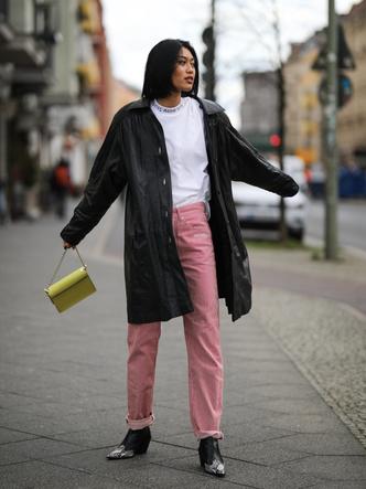 Фото №16 - Вместо классики: 20 пар цветных джинсов, которые заменят синий деним