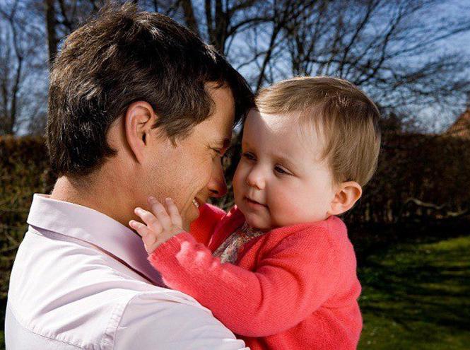 Фото №18 - 25 по-настоящему милых фото самых знаменитых отцов в мире