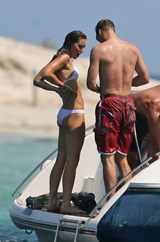 Фото №3 - Королевский пляж: плавки и бикини монарших особ