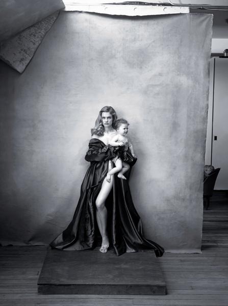 Фото №8 - Мадонны 21 века: почему современные модели отворачиваются от своих детей на фото