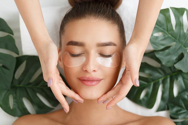 Фото №1 - Как сочетать бьюти-процедуры: экономим время на походы к косметологу