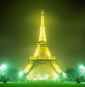 Фото №1 - Эйфелеву башню украсят звездами