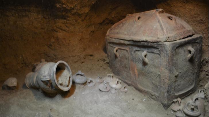 Фото №1 - На Крите случайно обнаружена древняя гробница