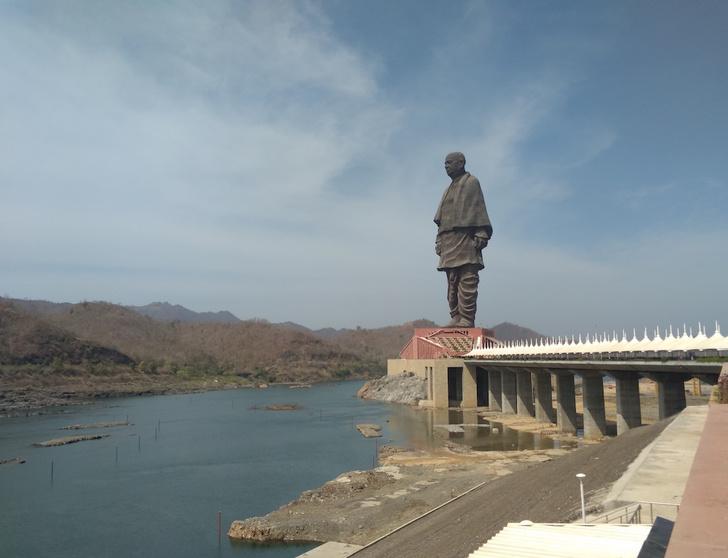 Фото №1 - К ним не зарастет: самые большие статуи в мире и зачем их поставили