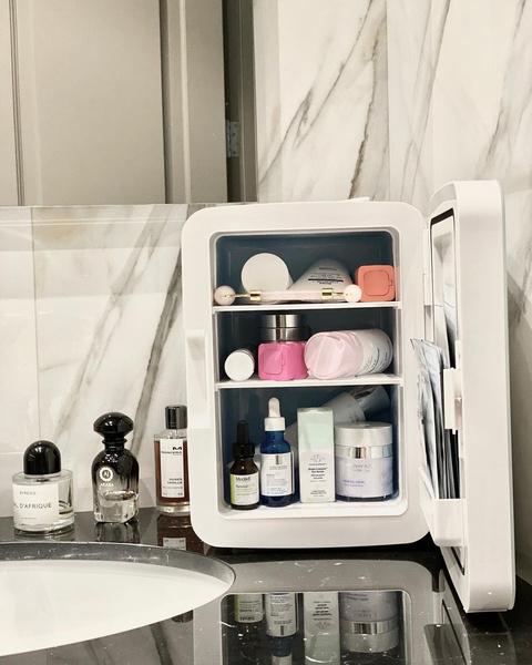 Фото №2 - Какую косметику можно и нужно хранить в холодильнике
