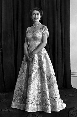 Фото №2 - История самого известного коронационного платья Елизаветы II