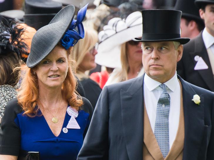 Фото №1 - Тонкий расчет: как повторная свадьба с Сарой Фергюсон поможет принцу Эндрю избежать правосудия