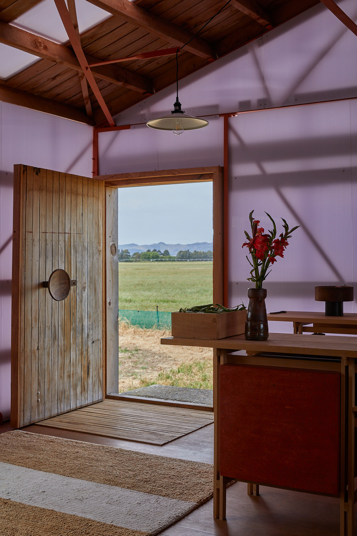 Новая дверь выполнена из части старой.