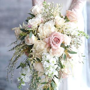 Фото №1 - Тест: Выбери букет, и мы скажем, где пройдет твоя свадьба