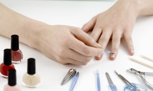 Фото №1 - Роспотребнадзор: в российских парикмахерских и маникюрных салонах можно заразиться гепатитом