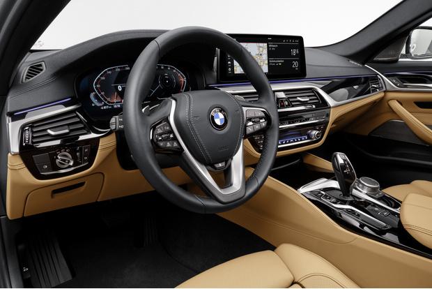Фото №3 - BMW рассекретила обновленную «пятерку»