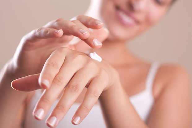 Фото №2 - Подручные средства: антивозрастной уход за руками