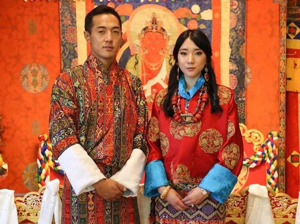 Фото №1 - Национальные костюмы и благословение короля: принцесса Бутана вышла замуж