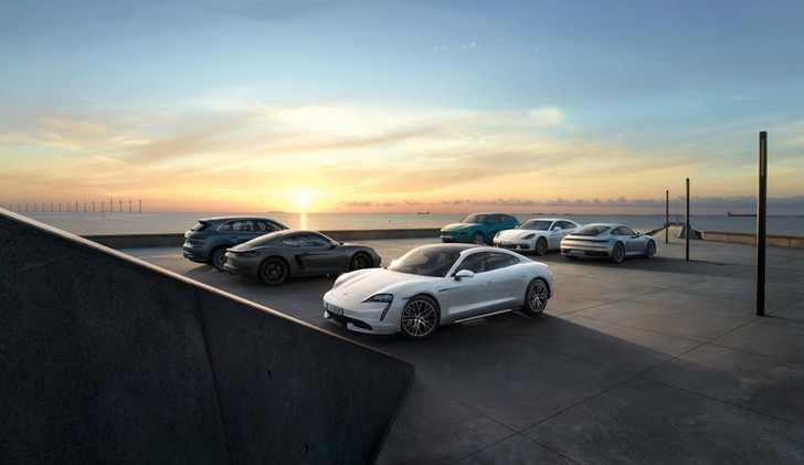 Фото №1 - Как Porsche усмиряет электричество