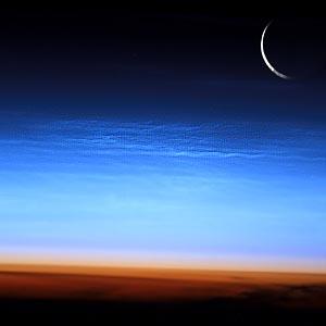 Фото №1 - Впервые сфотографированы светящиеся облака