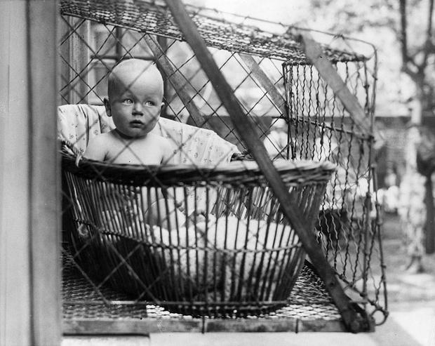 Фото №1 - Седло для папы и еще 10 нелепых изобретений по уходу за детьми