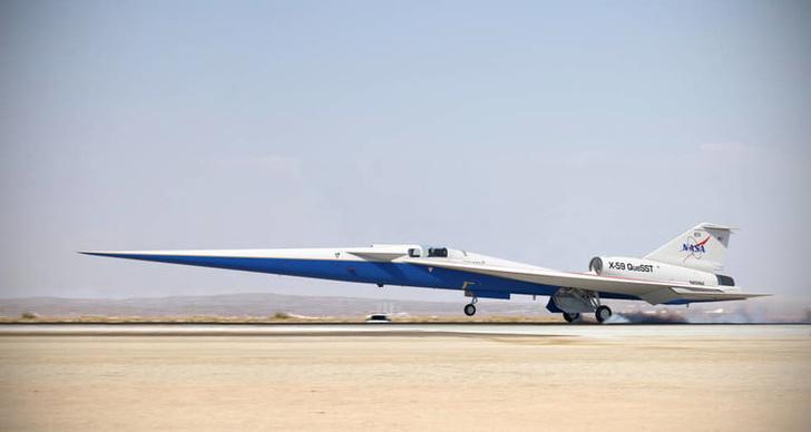 X-59 то ли взлетает, то ли садится.