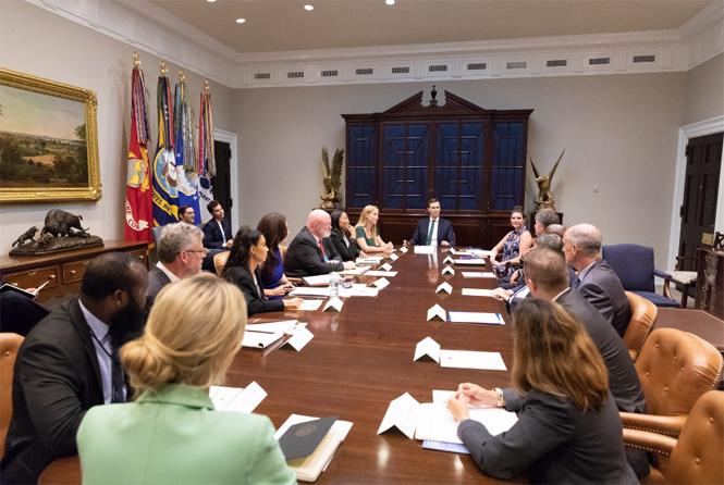 Фото №4 - Ким Кардашьян зачастила в Белый дом
