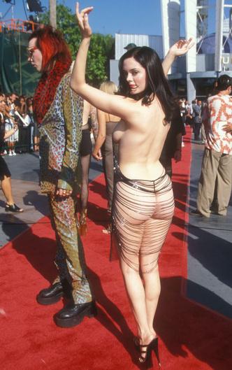 Фото №3 - Из секс-бомбы в пай-девочку: звезды, которые отказались от откровенных нарядов