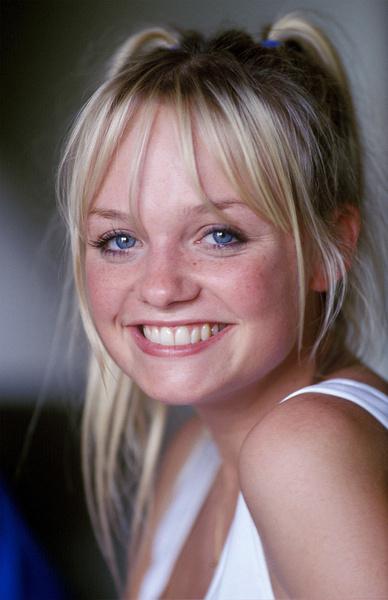 Фото №17 - Золотой зуб, блестки и эпатаж: как изменились солистки группы Spice Girls
