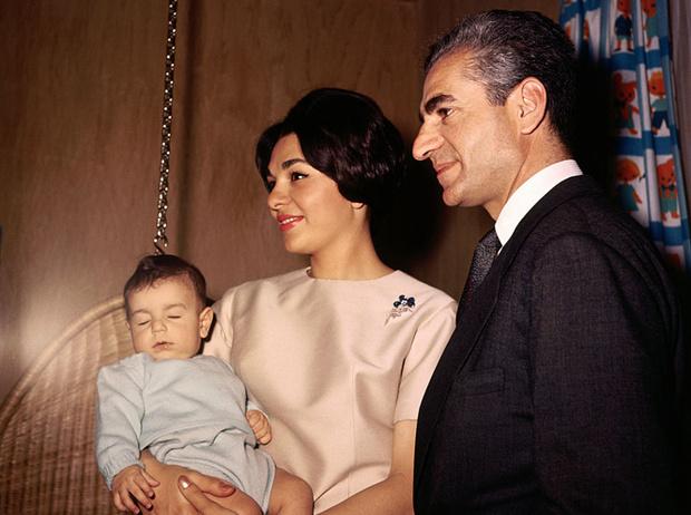 Фото №10 - Последняя императрица Ирана: «Они говорили, если я убью мужа, то смогу вернуться домой»