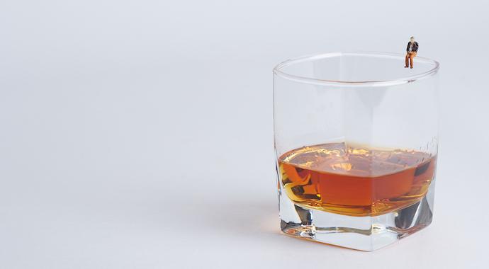 «Это нужно отметить»: как распознать первые признаки алкогольной зависимости