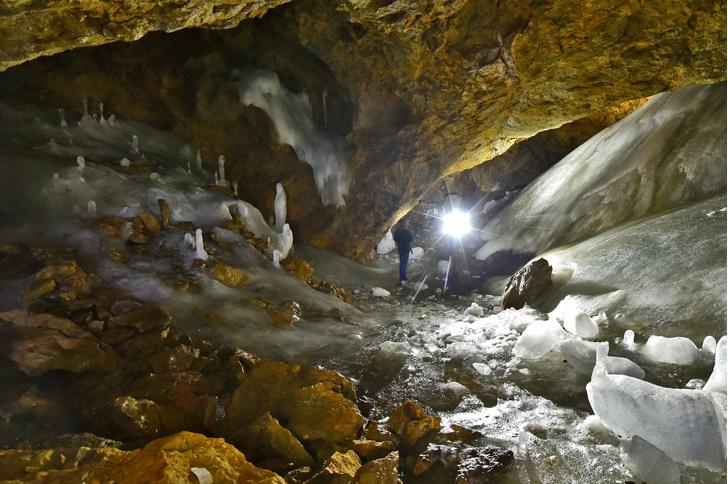 Фото №1 - Отпуск экстремала и спелеолога: самые таинственные и привлекательные для туризма пещеры Забайкалья