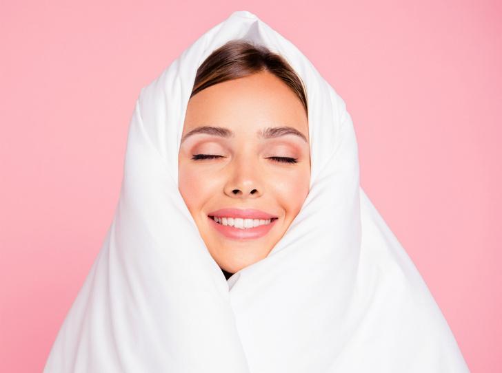 Фото №1 - Что происходит с кожей, пока вы спите (и как получать от этого только пользу)