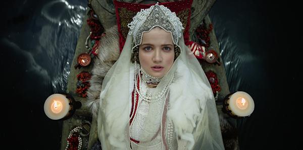 Фото №25 - Сказочная мода: 50 волшебных нарядов из фильмов нереальной красоты