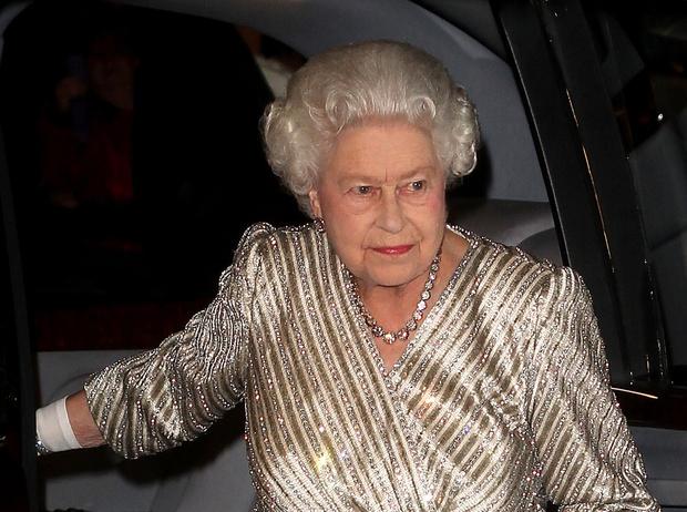 Фото №10 - Что в королевской косметичке: любимые бьюти-средства Елизаветы II