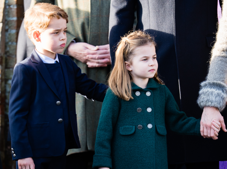 Фото №1 - Как принц Джордж и принцесса Шарлотта провели свою первую рождественскую службу