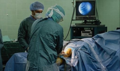 Фото №1 - Почему молодые врачи не хотят спасать человеческие жизни